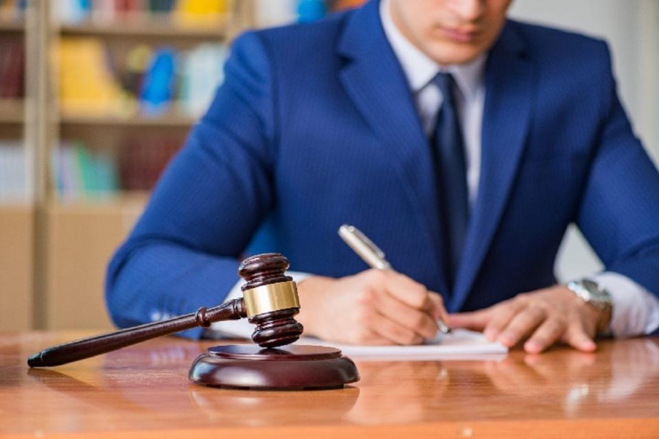 нужен адвокат по уголовным делам